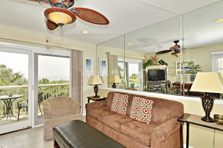 The Best of the Breakers 117- Gorgeous 1 bedroom, 1 bath direct oceanfront Forest Beach on Hilton Head Island!