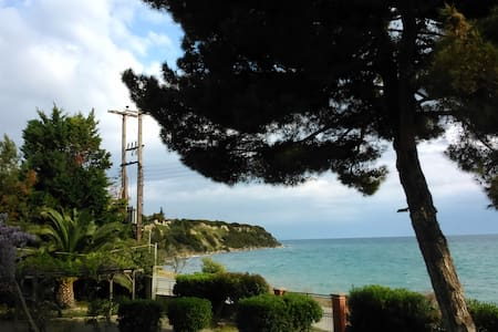 Suberb villa at seafront - Kallikrateia - Villa