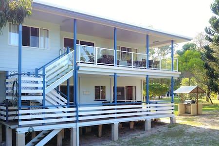 Fins - Happy Valley, Fraser Island
