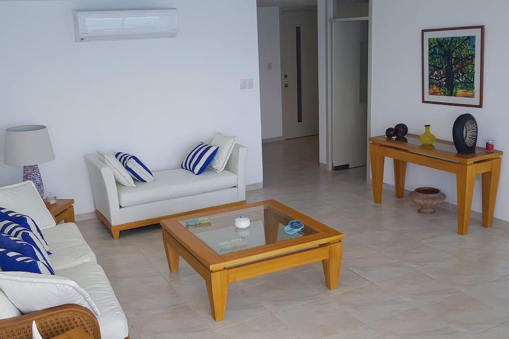 Living Room (Sala)