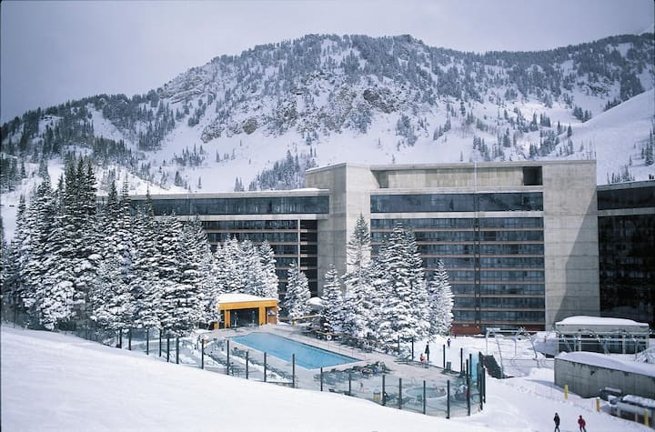 King Suite, The Cliff Lodge at Snowbird (Sleeps 4)