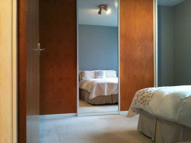 Tranquil spacious 2xdble bedroom apartment Dee Why - Dee Why - Appartement
