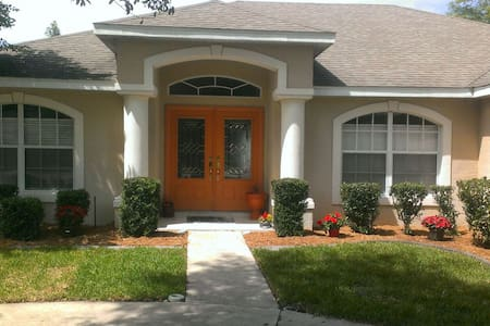 Silver Lake Area Pool Home - Leesburg