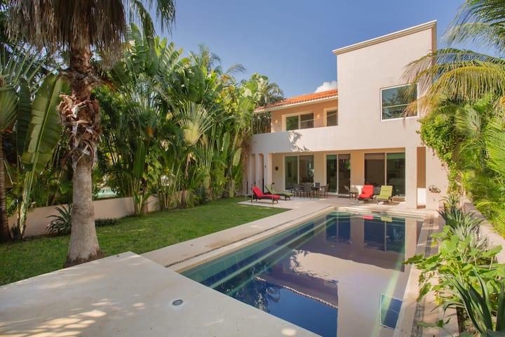 Spacious  Private  House       Pool  Garden  Beach