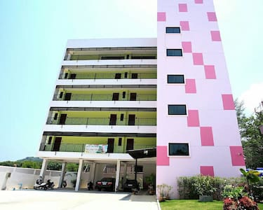 family-friendly apt mins to airport - Phuket