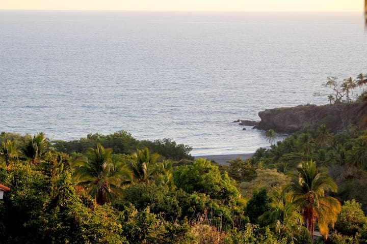 Slice of Paradise, Art and Surf - La Libertad - House