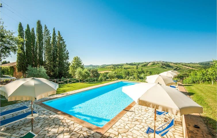 Holiday apartment with 2 bedrooms on 85m² in San Gimignano SI
