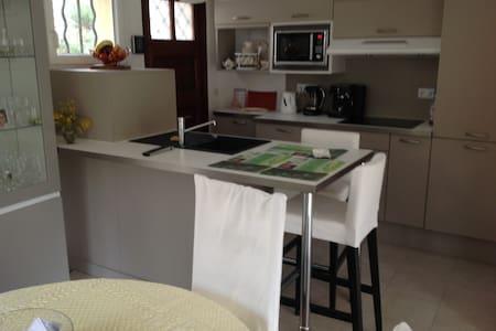 Chambre à louer dans maison particulière clôturée - Mandelieu-la-Napoule - Haus