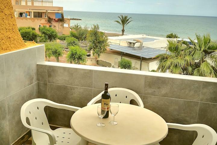Luxurious Studio Apartment next to the beach