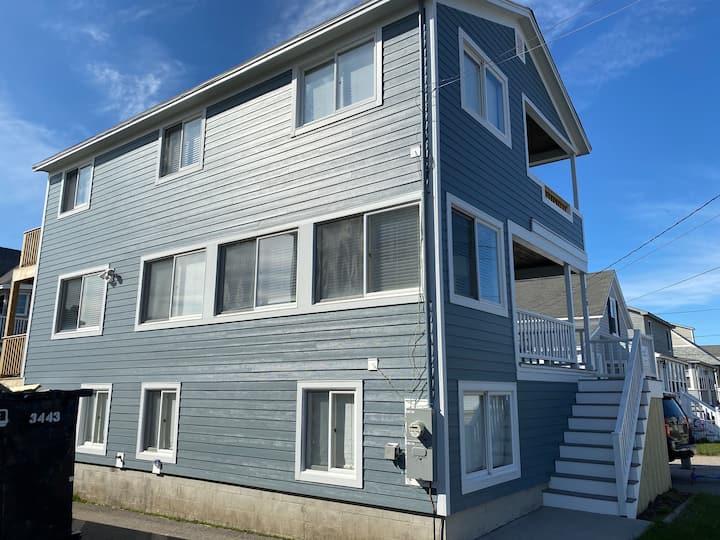 Large Beach House - Steps to the Sand - Sleeps 10!