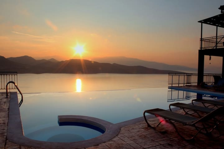 3 story villa I, a tranquil surrounding, Lefkada - Ligia - วิลล่า
