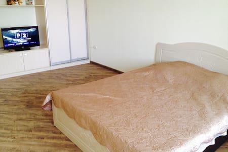 Отличная квартира в центре! - Irkutsk - Apartment