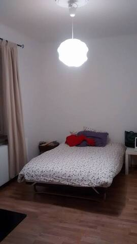 Cosy bedroom 10mn bus from central station - Malmö - Apartamento