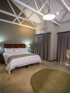 Hamiltons Lodge and Restaurant - Malelane - Guesthouse