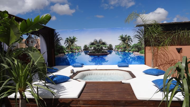 100m2 private roof top terrace, jacuzzi, pool