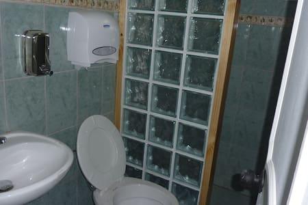 Habitación Triple Baño Privado, Puerto Natales - Puerto Natales - Gästehaus