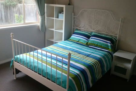 Private Double Bed room - with toilet and bathroom - Berwick