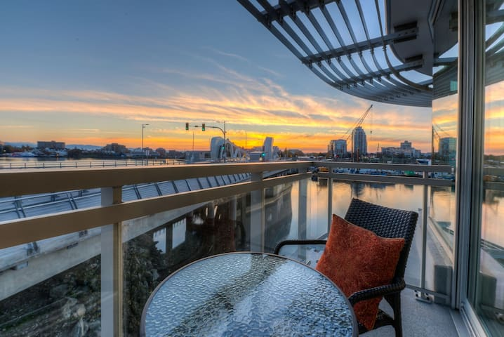 Waterfront! 2BED/2BA Downtown Condo with Parking!