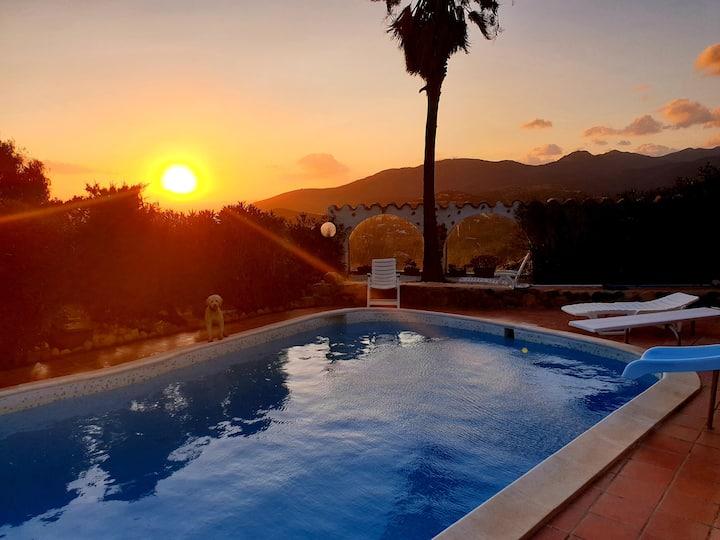 Ferienhaus mit eigenem Pool und tollen Aussichten