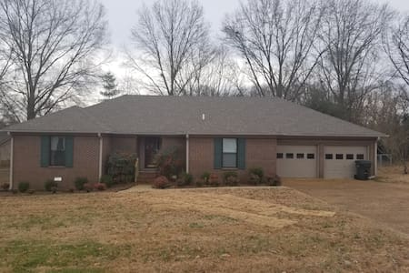 Large, 2,669 sq ft, 3 BR, 2 1/2 BA minutes to UTM