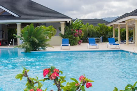 JACA Paradise/WiFi/Breakfast/DunnsRiverFalls/Beach
