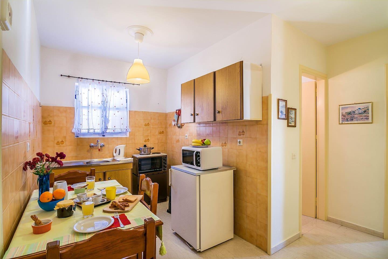 dining area , kitchen