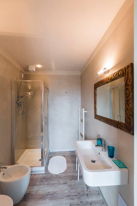 dettaglio del bagno della camera Sirio