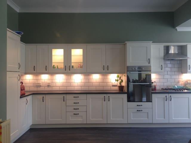 Exquisite En-suite bedroom - Newport