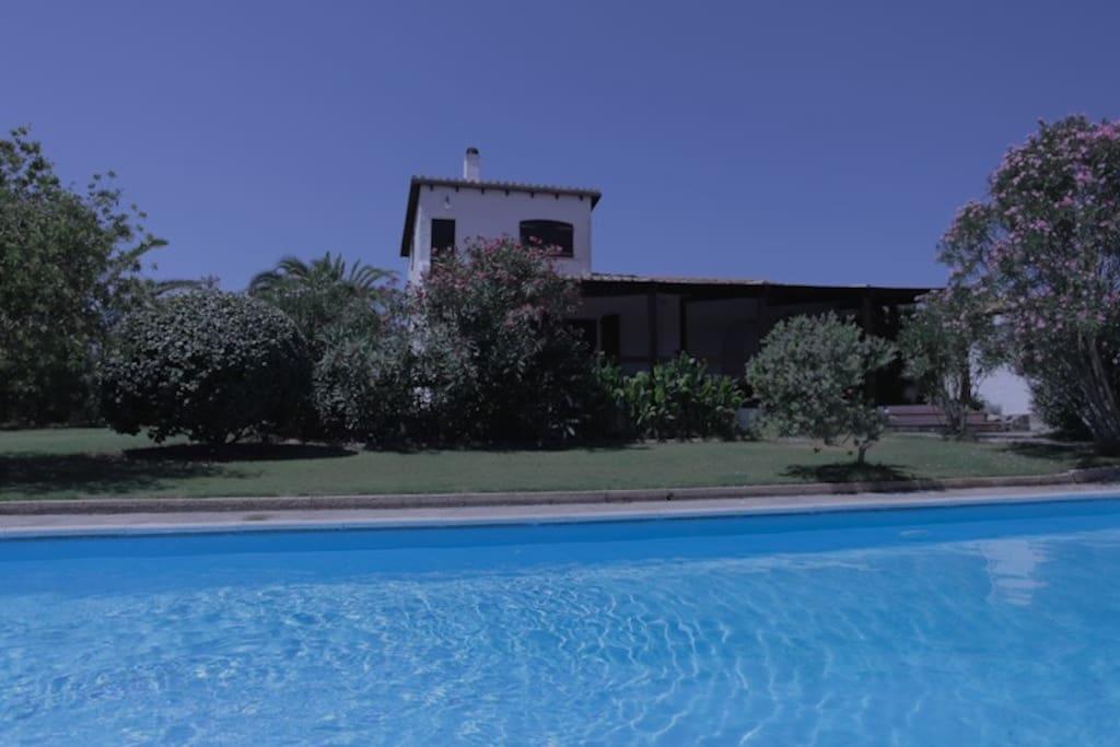 piscina e prospetto