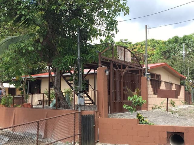 Luxury in the Jungle - Home w/ Air Con - YEJOS B&B