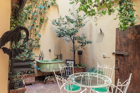 Secret courtyard in Bologna's center