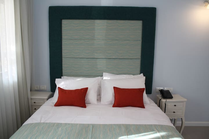12 meticulously designed rooms - Haifa - Bed & Breakfast