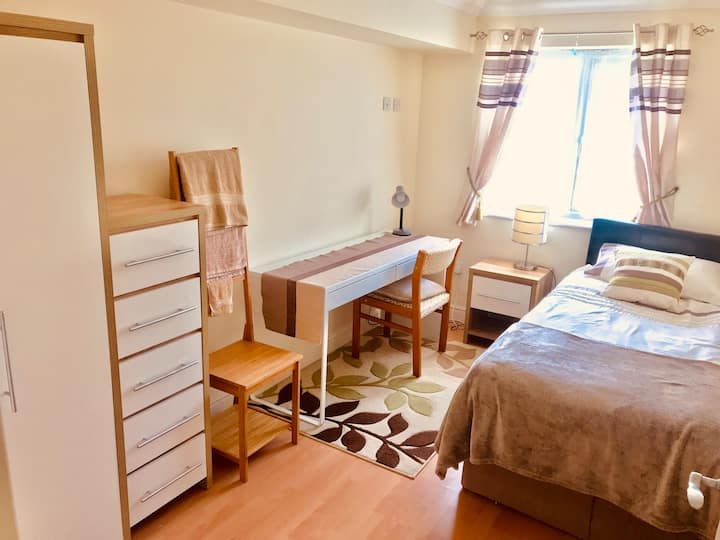 Spacious single room in North Cambridge
