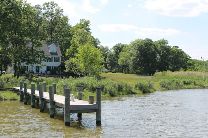 Peaceful Waterfront Home & Pier 4mi. from downtown