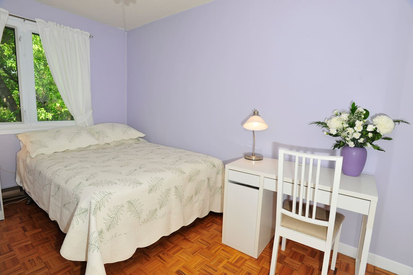 Handy Room in Annex Close to Subway