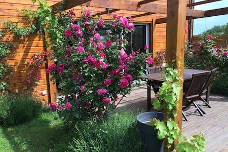 Chambre dans maison bois jardin - Saintes