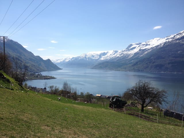 Apartment with amazing view of Hardangerfjorden