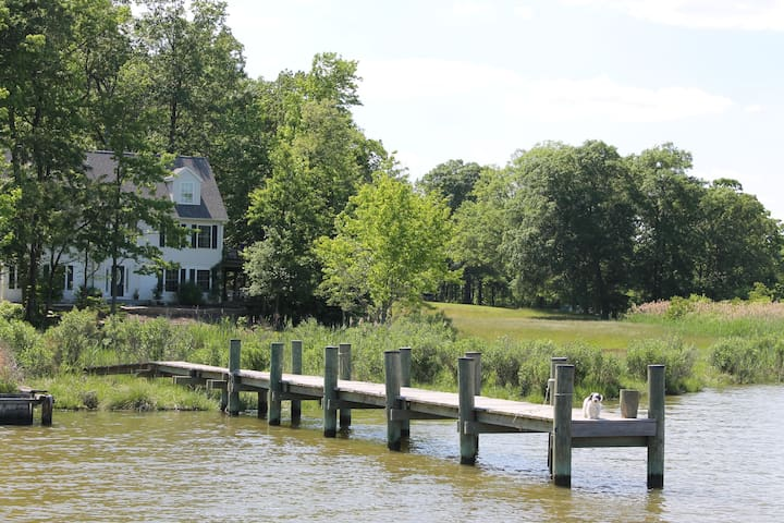 Peaceful Waterfront Home & Pier- 4mi.from downtown