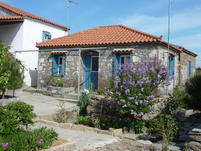 Charming Stone House close to beach - Lychna - Huis