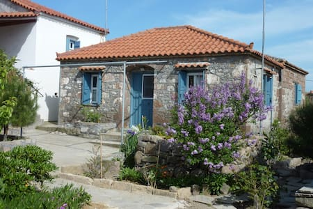 Charming Stone House close to beach - Lychna - Σπίτι
