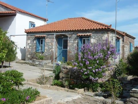 Charming Stone House aproape de plajă