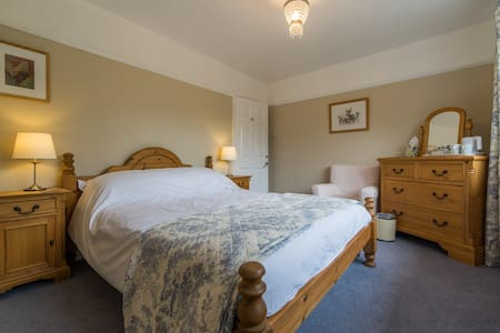 Orchard Way B & B - Family run B&B - Hawkhurst - Bed & Breakfast