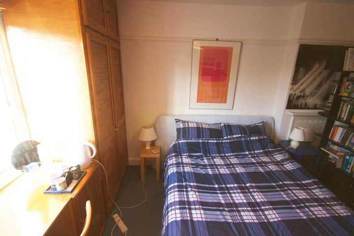 Creative Welcome to our double room in Oxford
