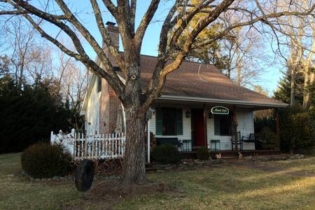 Cozy cottage on charming horse farm - Gordonsville