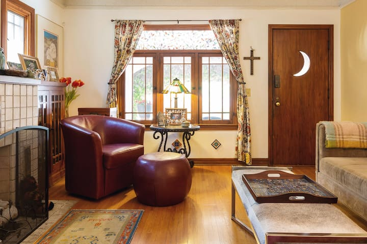 Captivating Spanish  House near  Old Town and Rose Bowl