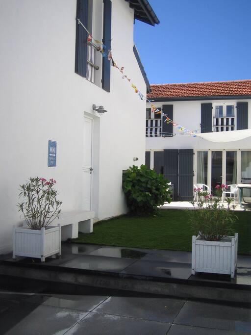Maison sur rue et maison sur patio