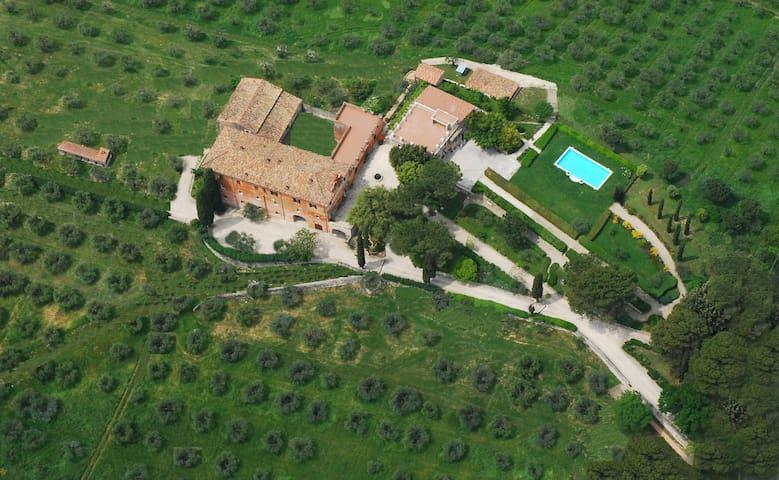 Agriturismo Tenuta Colfiorito - Castel Madama - Pousada