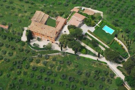 Agriturismo Tenuta Colfiorito - Castel Madama - 住宿加早餐
