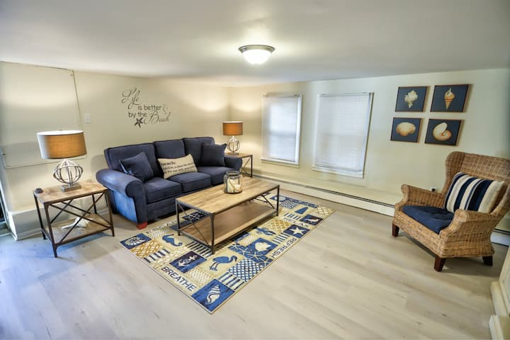 Cozy Seaside Retreat only 100 ft from the BEACH!