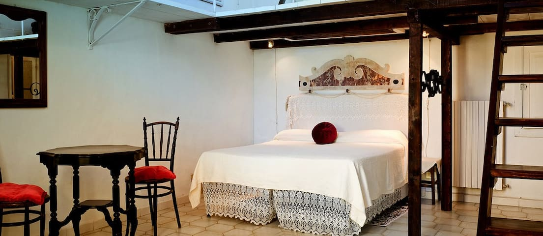 Room with terrace in the historic center of Lucera